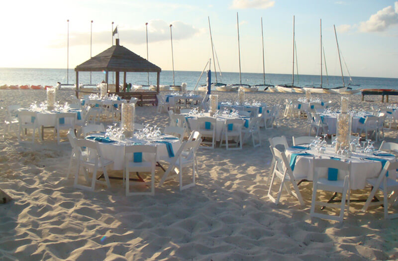 hochzeit-dinner-strand-karibik